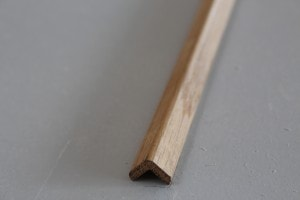Baguette d'angle chêne massif 14 x 14 mm - vue 1