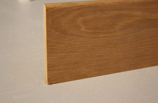 Plinthe en chene massif 1 bord arrondi 16 x 98 mm