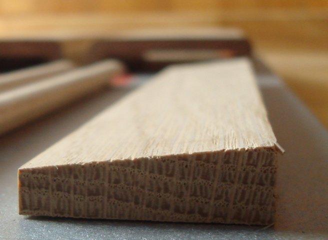 Chambranle contemporain en chêne , section 6 x 33 mm
