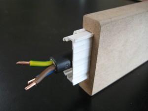 Chambranle electrique cache-goulotte