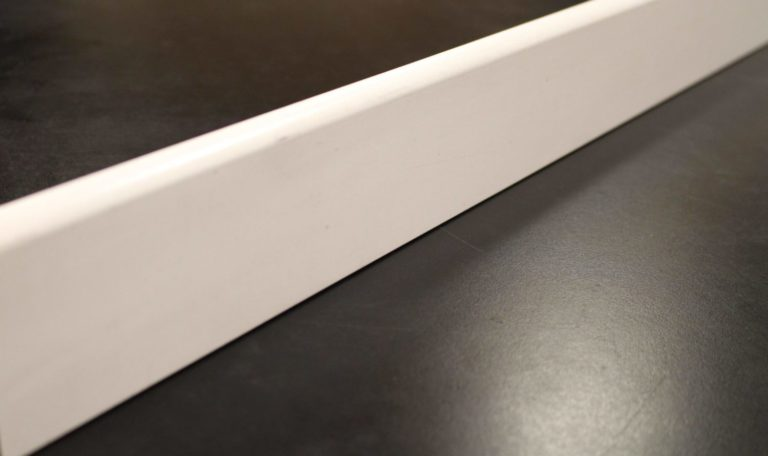 plinthe décor blanc 9 x 68