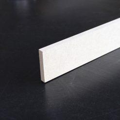 plinthe mdf en 12 x 68 mm bords carrés