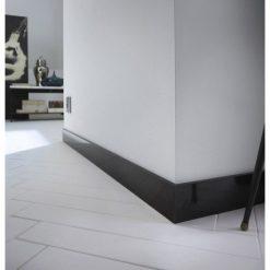 Plinthe noire en MDF bords carrés