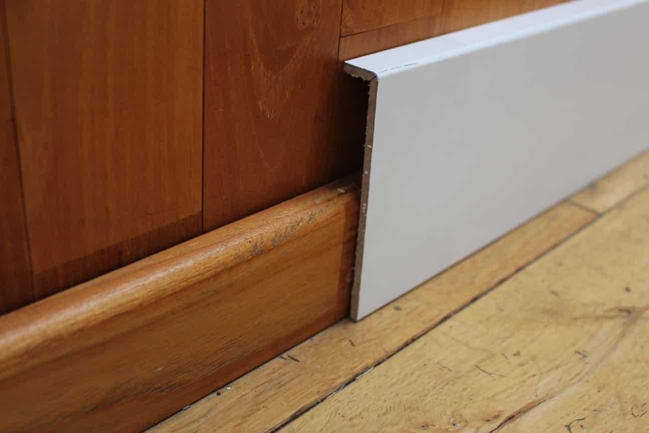 surplinthe cache plinthe de r novation blanche 20 x 119. Black Bedroom Furniture Sets. Home Design Ideas