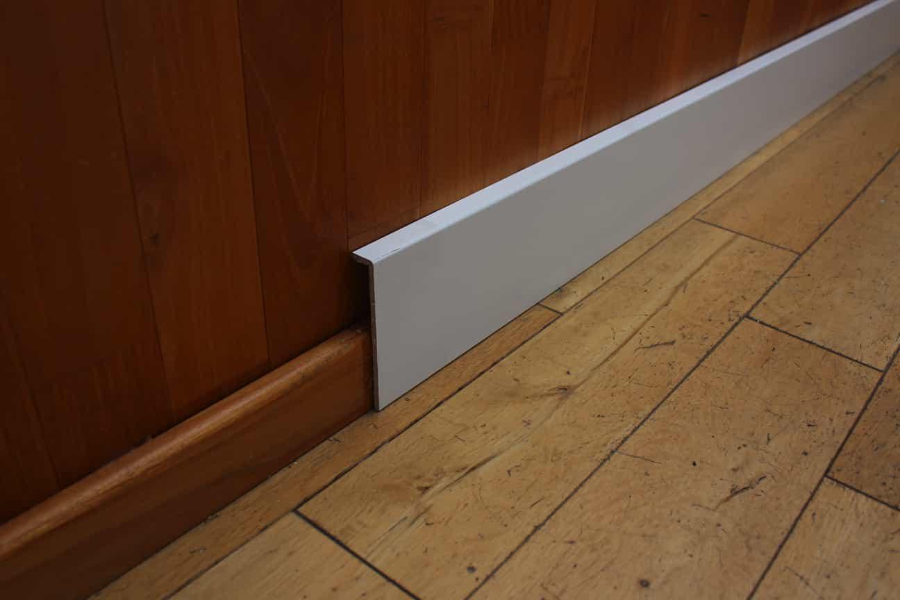 Angle De Plinthe Parquet surplinthe, cache plinthe de rénovation blanche - 20 x 119