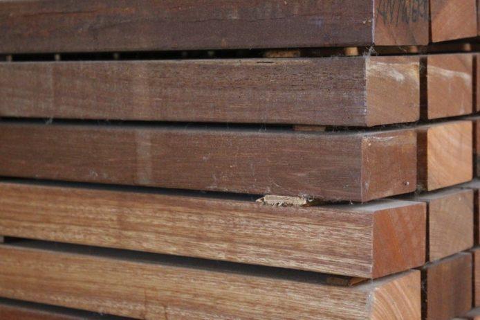 lambourde bois exotique chevron bois exotique pour. Black Bedroom Furniture Sets. Home Design Ideas
