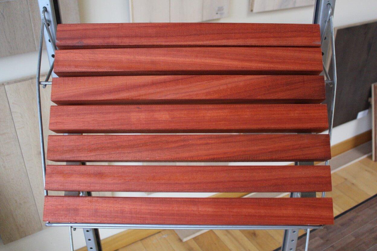 Bardage Bois Vertical Interieur bardage claire voie en padouk - 45 x 45 mm