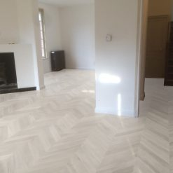 parquet point de hongrie blanchi