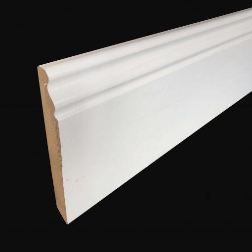 plinthe moulurée blanche